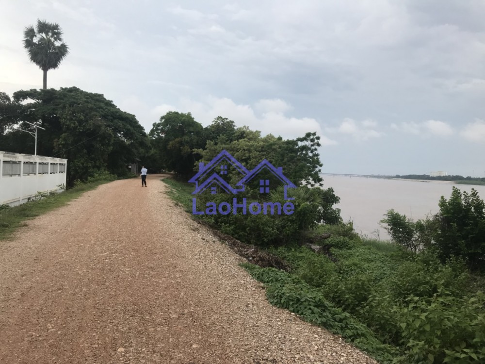 land for sale close Mekong river good view