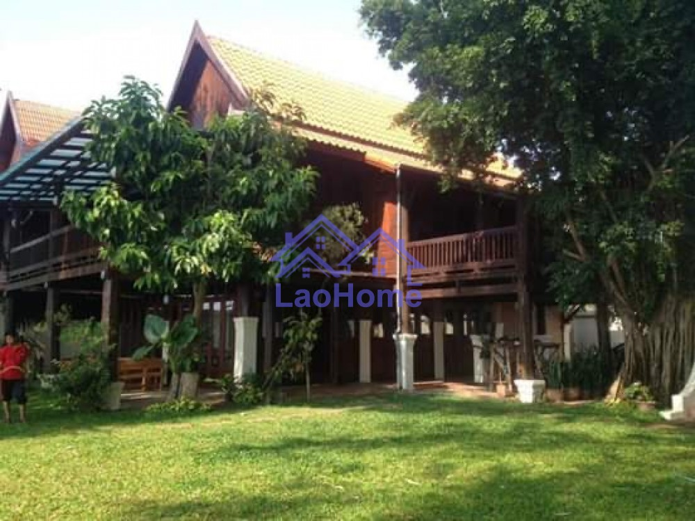 Lao style house for rent with garden